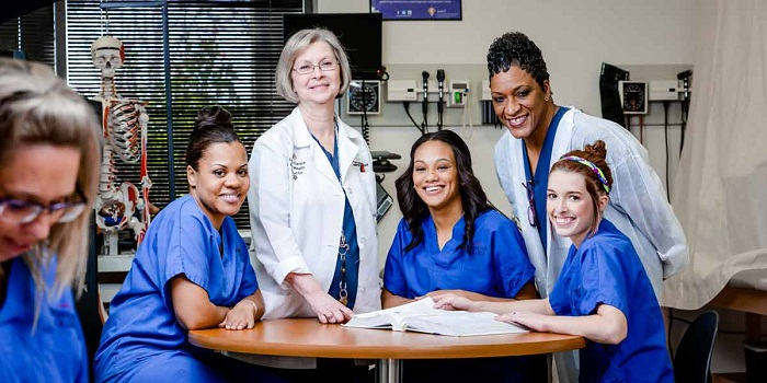 obtain-necessary-medical-assistant-programs-and-certification